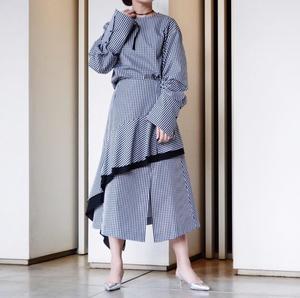 芸能人が椿原慶子で着用した衣装スカート