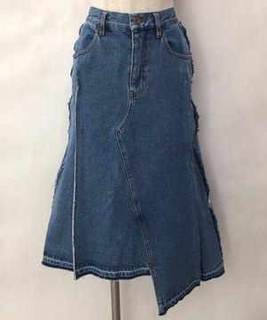芸能人がInstagramで着用した衣装デニムスカート