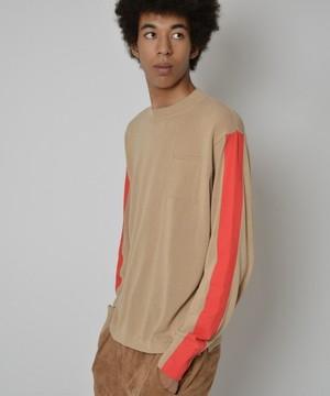 芸能人役柄・隣室の好青年が今からあなたを脅迫しますで着用した衣装ニット