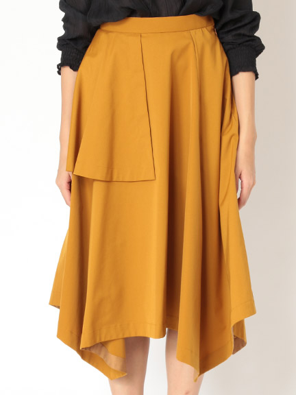 芸能人がザ!世界仰天ニュースで着用した衣装ブラウス、スカート
