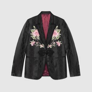 芸能人がTwitterで着用した衣装シャツ/ジャケット