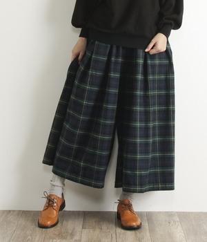 芸能人役柄・頼りになる助産師長がコウノドリで着用した衣装パンツ