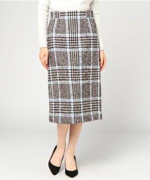 芸能人役柄:知的なお隣さんが奥様は、取り扱い注意で着用した衣装スカート