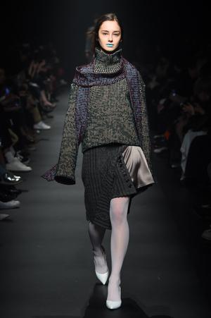 芸能人が王様のブランチで着用した衣装ニット/コート/パンツ/シューズ・サンダル
