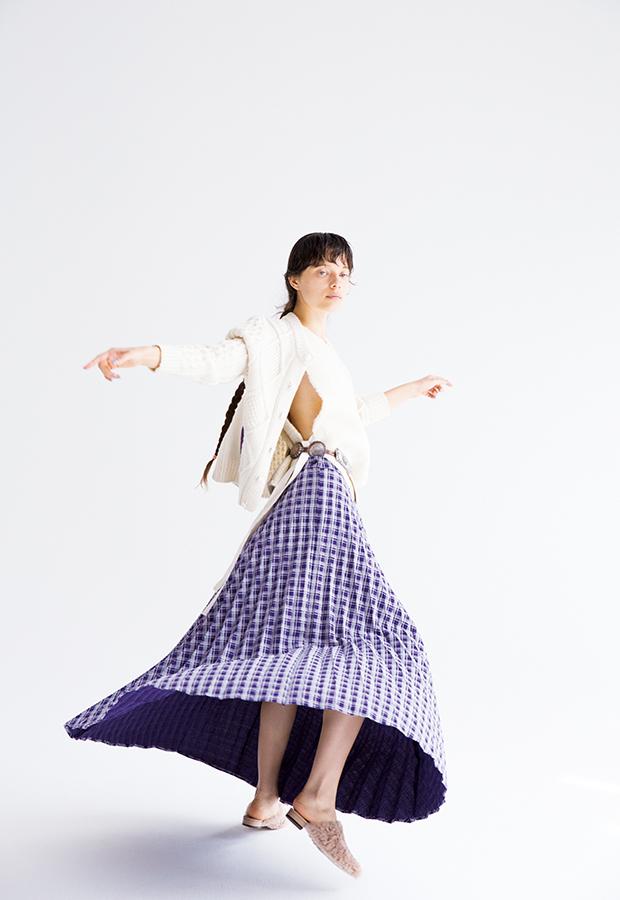 芸能人がにじいろジーンで着用した衣装スカート