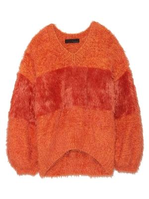 芸能人がレコメンと本人のブログ 12月13日で着用した衣装オレンジのニット