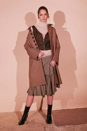 芸能人がYouTubeで着用した衣装ビスチェ