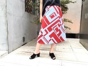 芸能人がPVで着用した衣装スカート