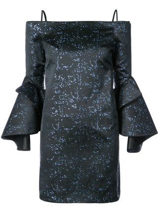 芸能人が2017 FNS歌謡祭 第1夜で着用した衣装ワンピース