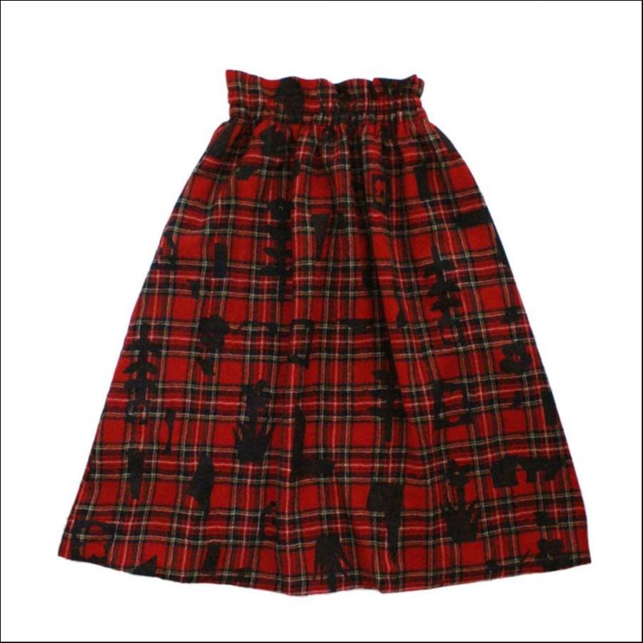芸能人が火曜サプライズで着用した衣装ニット、スカート