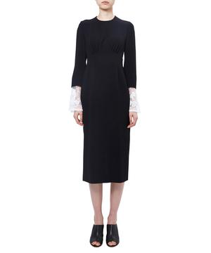 芸能人がInstagramで着用した衣装ニット、スカート?ワンピース?