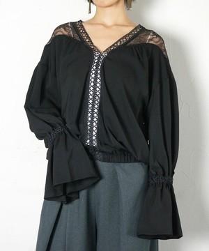 芸能人がInstagramで着用した衣装ブラウス/パンツ/シューズ・サンダル