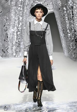 芸能人がInstagramで着用した衣装ブラウス/パンツスカート