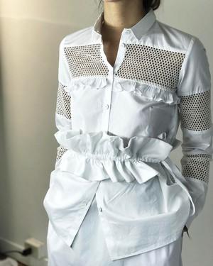 芸能人がInstagramで着用した衣装シャツ/パンツ