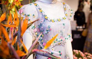 芸能人がジョージア イベントで着用した衣装ワンピース