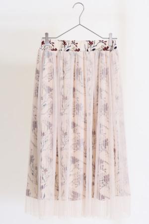 芸能人が 潜在能力テストで着用した衣装スカート