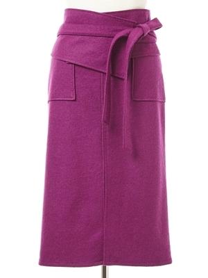 芸能人がInstagramで着用した衣装パープルのスカート