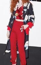 芸能人が第59回輝く!日本レコード大賞で着用した衣装アウター