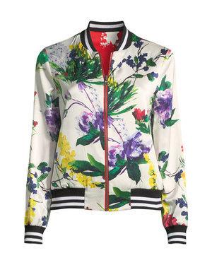 芸能人がInstagramで着用した衣装ジャケット/スカート