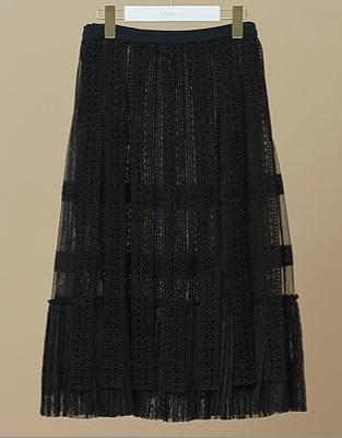 芸能人がしゃべくり007で着用した衣装ブラウス、スカート