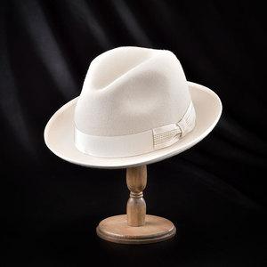 芸能人がレオンで着用した衣装帽子