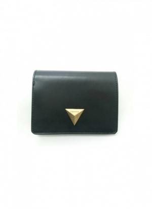 芸能人がレオンで着用した衣装財布