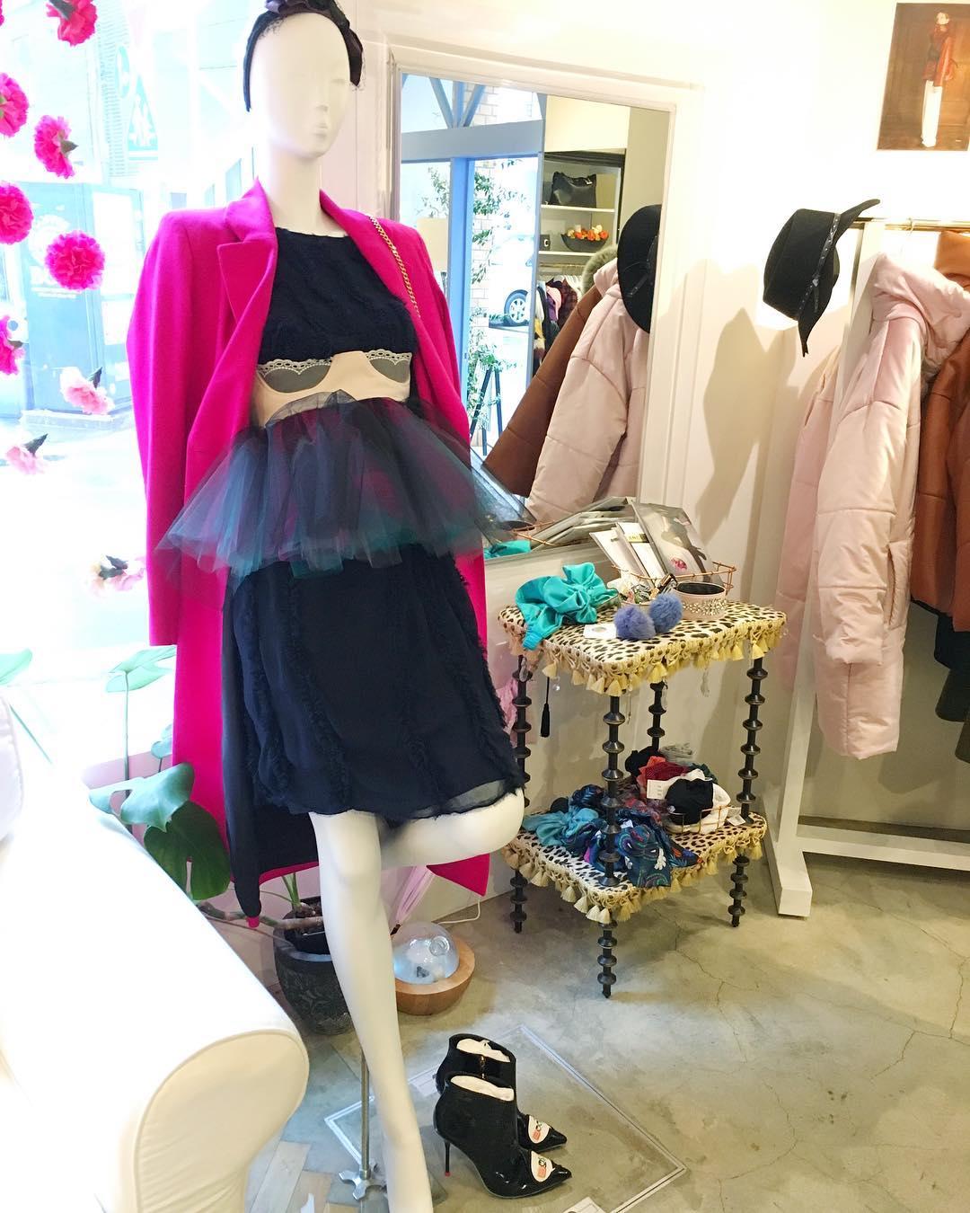 芸能人が有田哲平の夢なら醒めないでで着用した衣装シューズ、ベルト