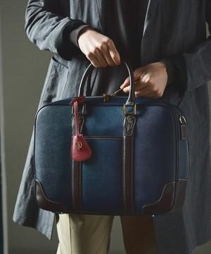 芸能人がレオンで着用した衣装ビジネスバッグ
