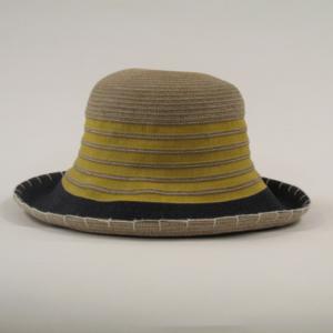 芸能人が去年の冬、君と別れで着用した衣装帽子