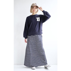 芸能人山田千夏・看護学生で瑠美の友人がいつまでも白い羽根で着用した衣装スウェット