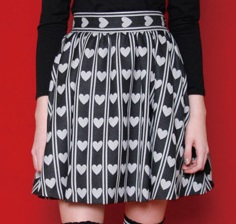 芸能人が探偵物語で着用した衣装スカート
