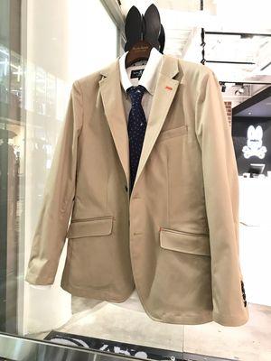 芸能人三枝健人・プロファイリング技術を持つ、長期未解決事件捜査班の刑事がシグナル 長期未解決事件捜査班で着用した衣装ジャケット
