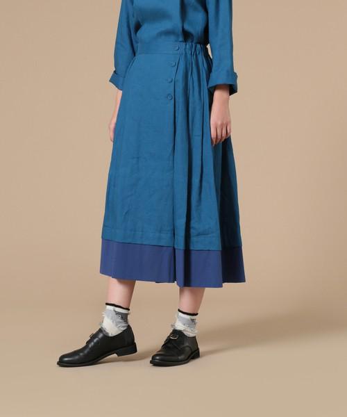 芸能人が火曜サプライズで着用した衣装ブラウス、スカート