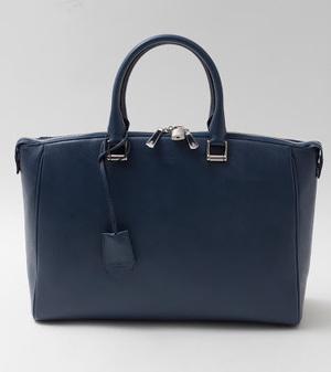芸能人鷺沢亮介・デザイナーがラブリランで着用した衣装バッグ