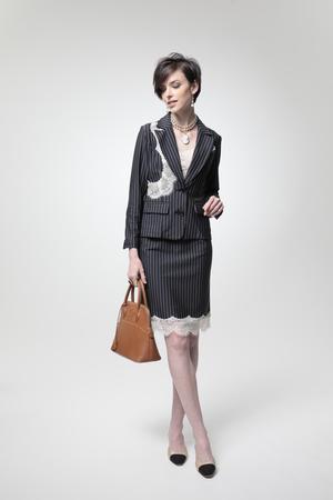 芸能人嶋野泉水・ミステリー作家が未解決の女 警視庁文書捜査官で着用した衣装スーツ