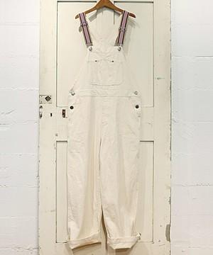 芸能人山田千夏・看護学生で瑠美の友人がいつまでも白い羽根で着用した衣装サロペット
