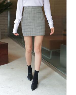 芸能人がコンフィデンスマンJPで着用した衣装スカート
