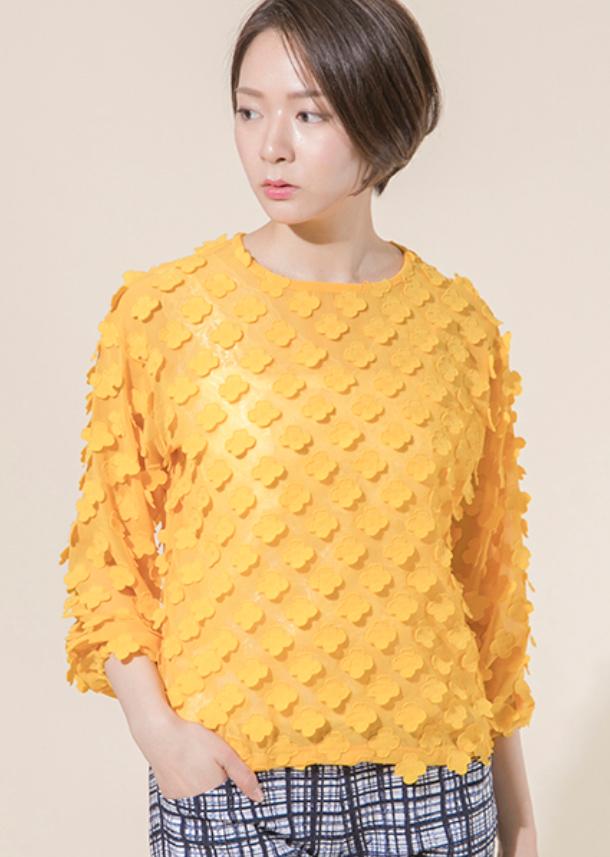 芸能人桜田しず子・リゾート会社社長(第2話ゲスト)がコンフィデンスマンJPで着用した衣装スカート、ブラウス
