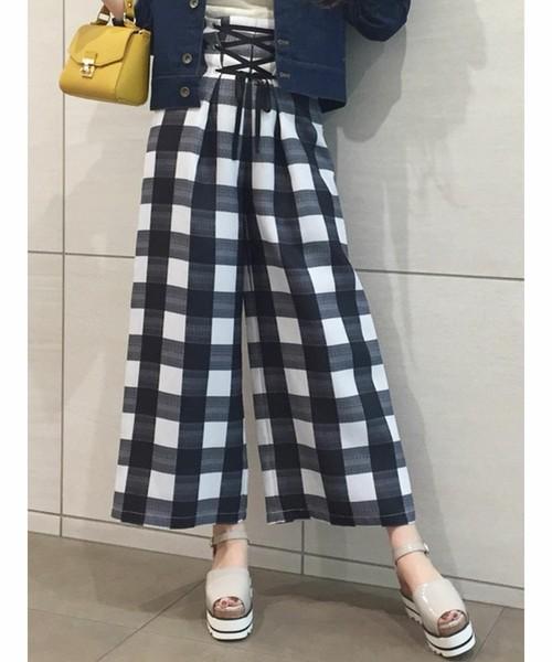 芸能人が有吉弘行のダレトク!?で着用した衣装ニット、パンツ