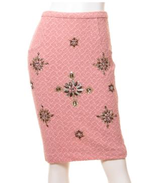 芸能人がファーストクラスで着用した衣装スカート