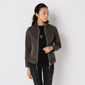 芸能人桜井美咲・未解決事件捜査班の班長がシグナル 長期未解決事件捜査班で着用した衣装ジャケット