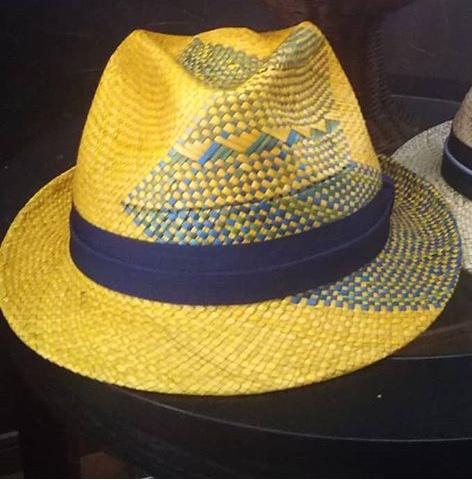 芸能人がにじいろジーンで着用した衣装帽子