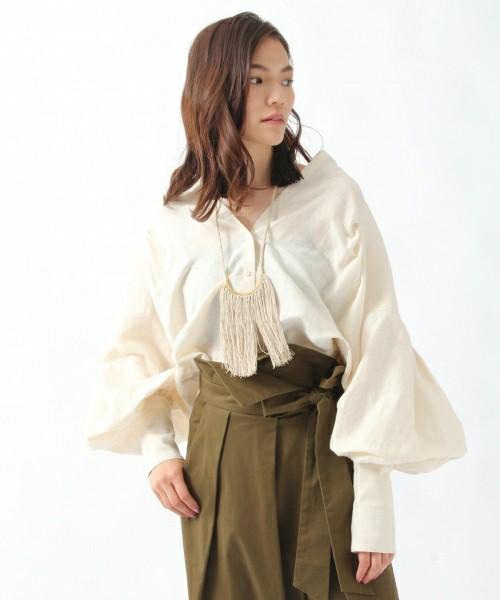 芸能人がヒルナンデス!で着用した衣装シューズ、スカート、ブラウス