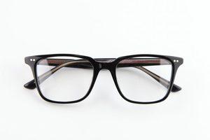 芸能人がコンフィデンスマンJPで着用した衣装メガネ