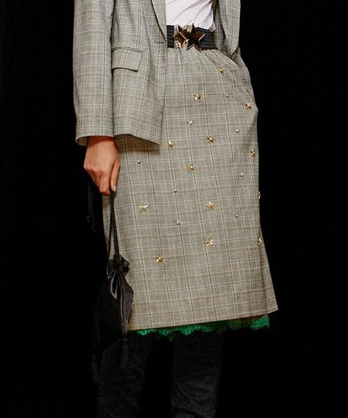 芸能人がTOKIOカケルで着用した衣装アウター、スカート