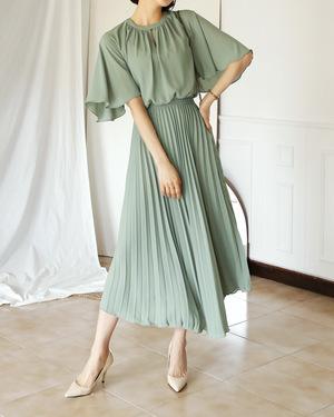 芸能人青山瑞希・イラストレーターがラブリランで着用した衣装ワンピース、ベルト