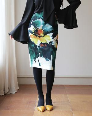 芸能人がヘッドハンターで着用した衣装スカート