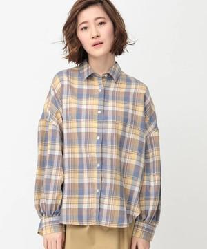 芸能人桜井美咲・未解決事件捜査班の班長がシグナル 長期未解決事件捜査班で着用した衣装シャツ
