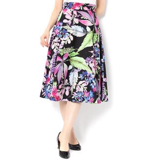 芸能人南さやか・アラサー女子がラブリランで着用した衣装スカート