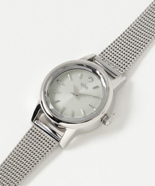 芸能人がいつまでも白い羽根で着用した衣装時計